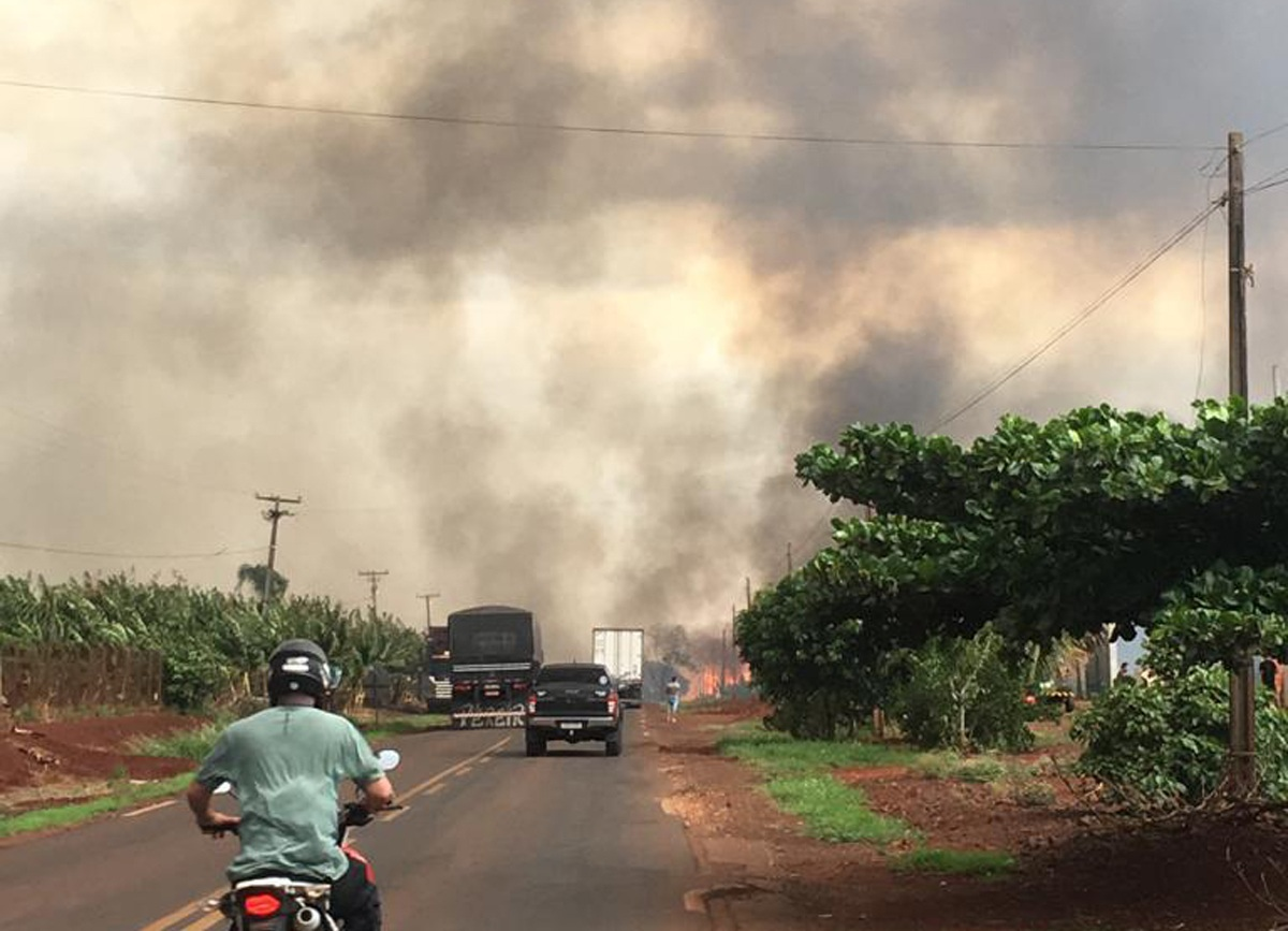 Incêndio ameaça patrimônio Nossa Senhora Aparecida e causa acidentes na rodovia – Confira Fotos