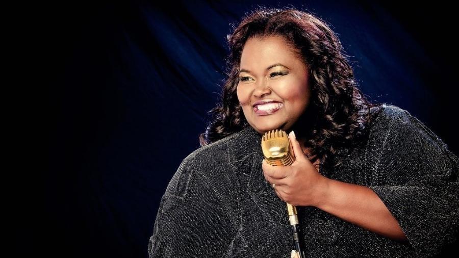 Morre a cantora gospel Fabiana Anastácio, por complicações do coronavírus.